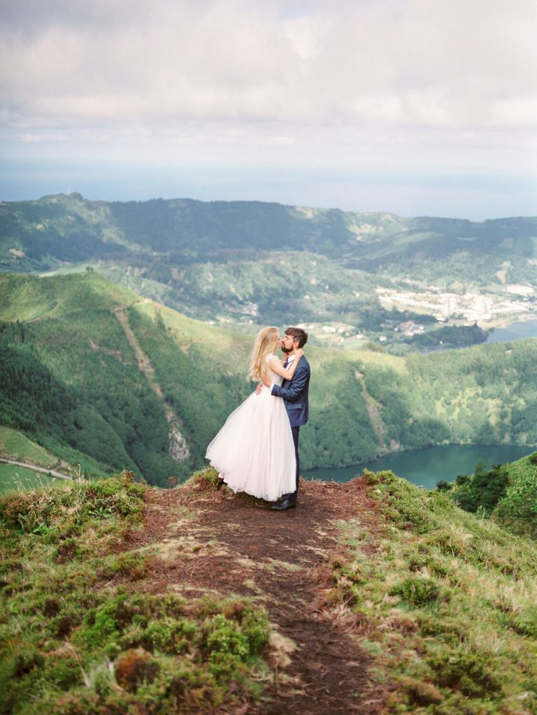 Bride and Groom kissing in Lagoa das Sete Cidades São Miguel Azores by Portugal Wedding Photographer
