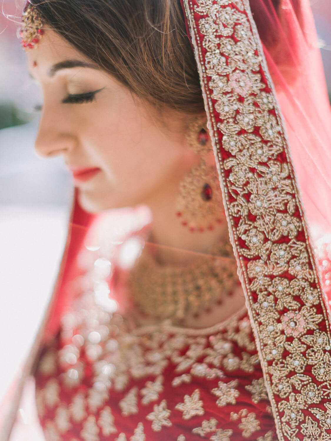 Hindu bride vests details on her wedding in Portugal by Portugal Wedding Photographer