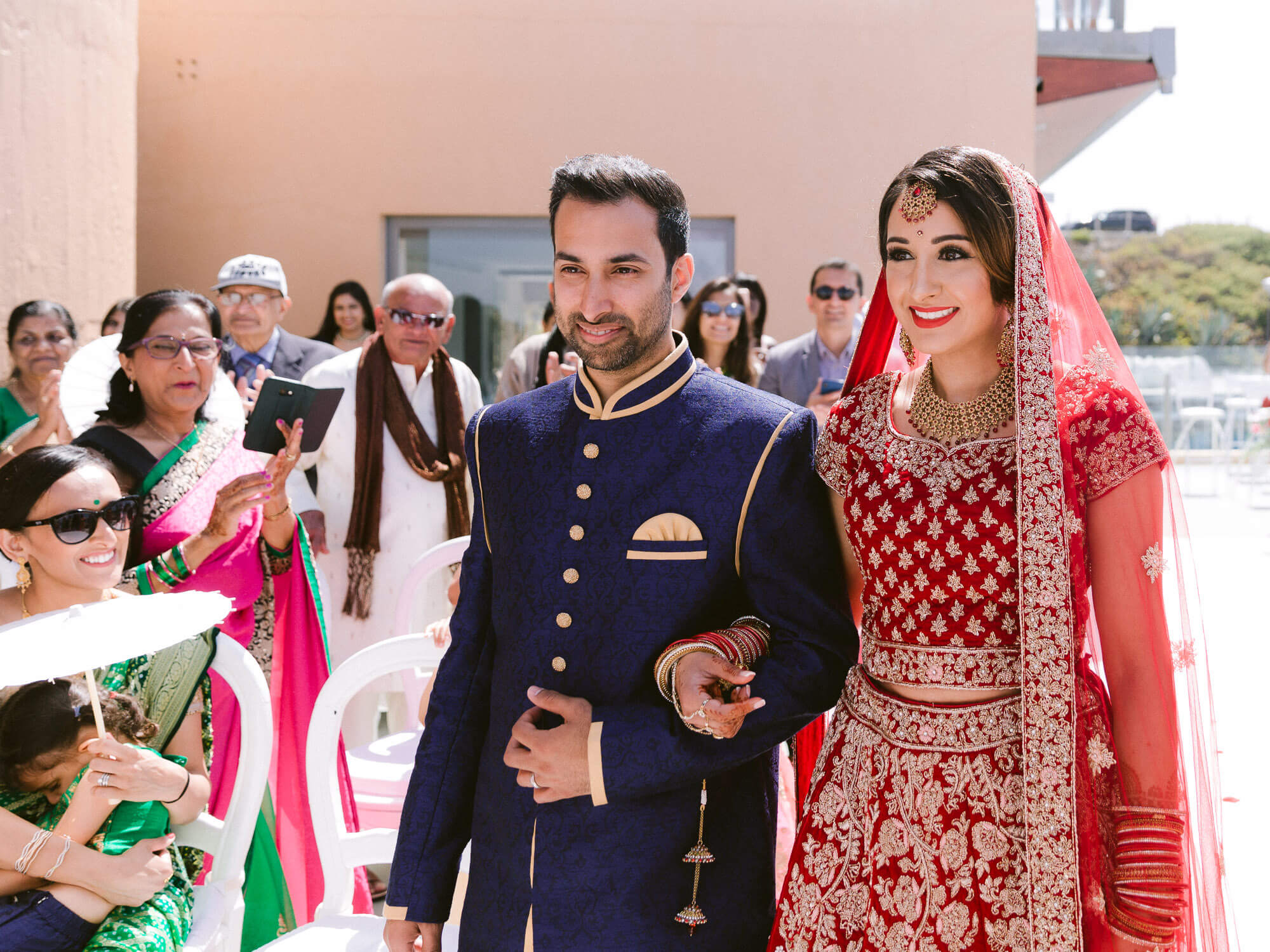 Bride arrival at Hindu Wedding by Portugal Wedding Photographer
