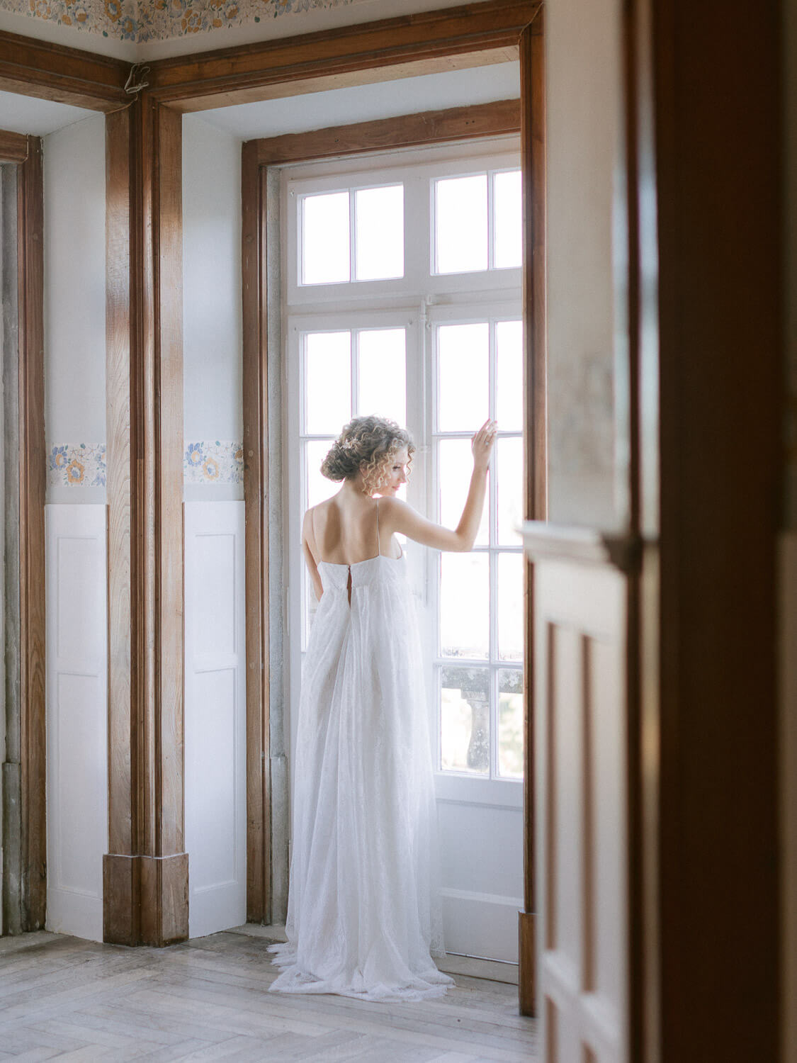 bride romantic portrait by the window in Casa dos Penedos Sintra by Portugal Wedding Photographer