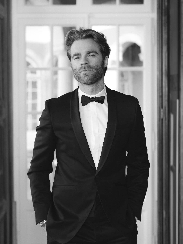 elegant groom portrait elegant groom portrait in Casa dos Penedos Sintra by Portugal Wedding Photographer
