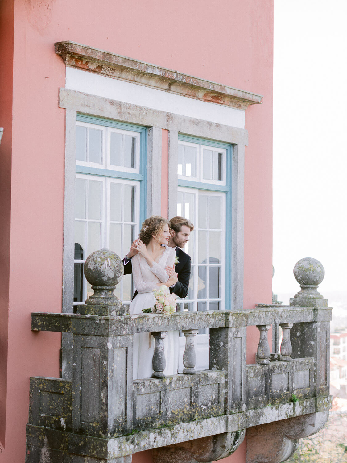 bride and groom's romantic portrait in balcony in Casa dos Penedos Sintra by Portugal Wedding Photographer
