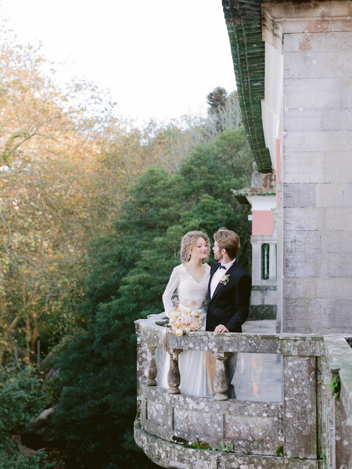romantic wedding portrait in a balcony in Casa dos Penedos Sintra by Portugal Wedding Photographer