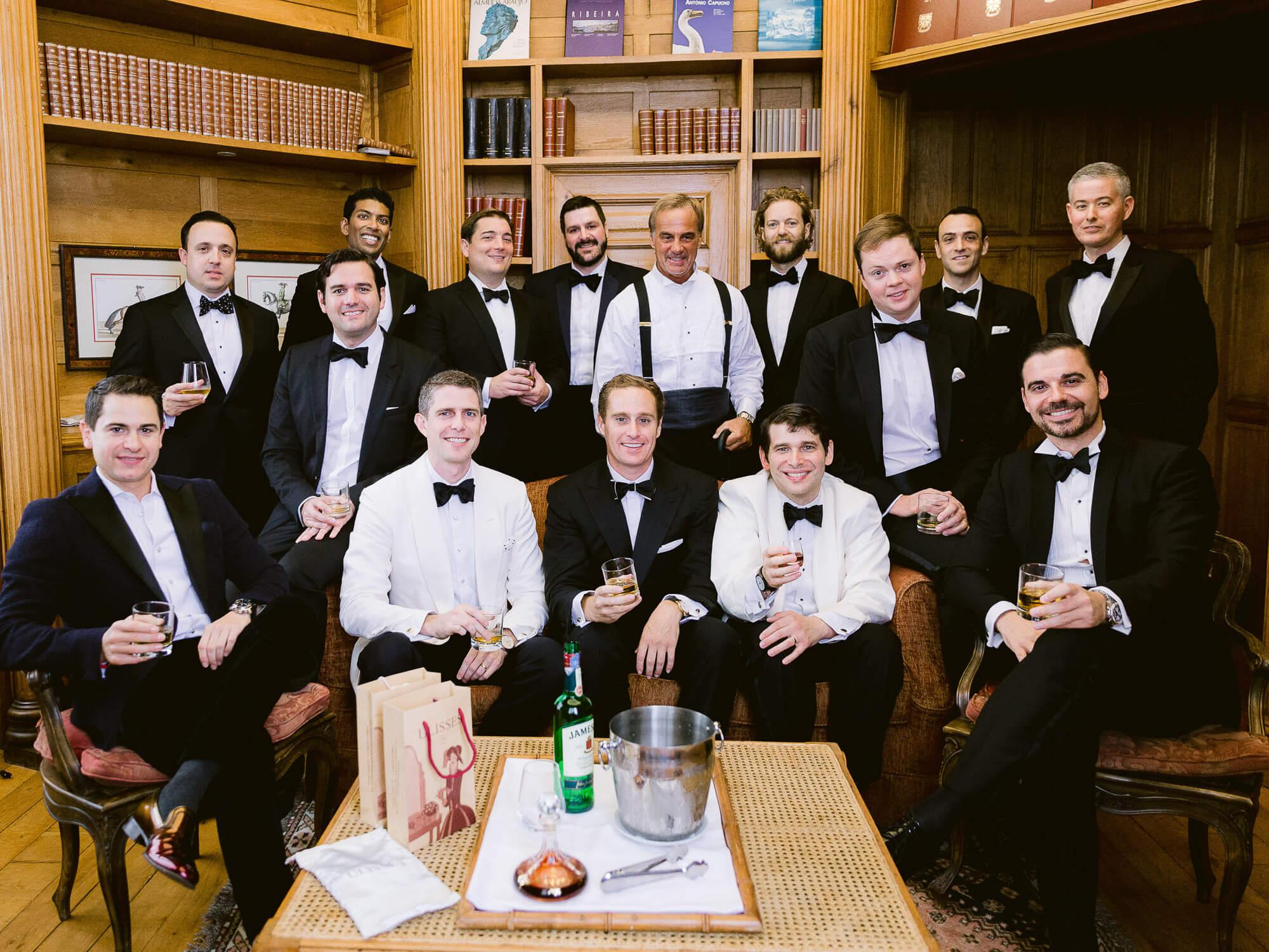groom and groomsmen in Forte da Cruz by Portugal Wedding Photographer