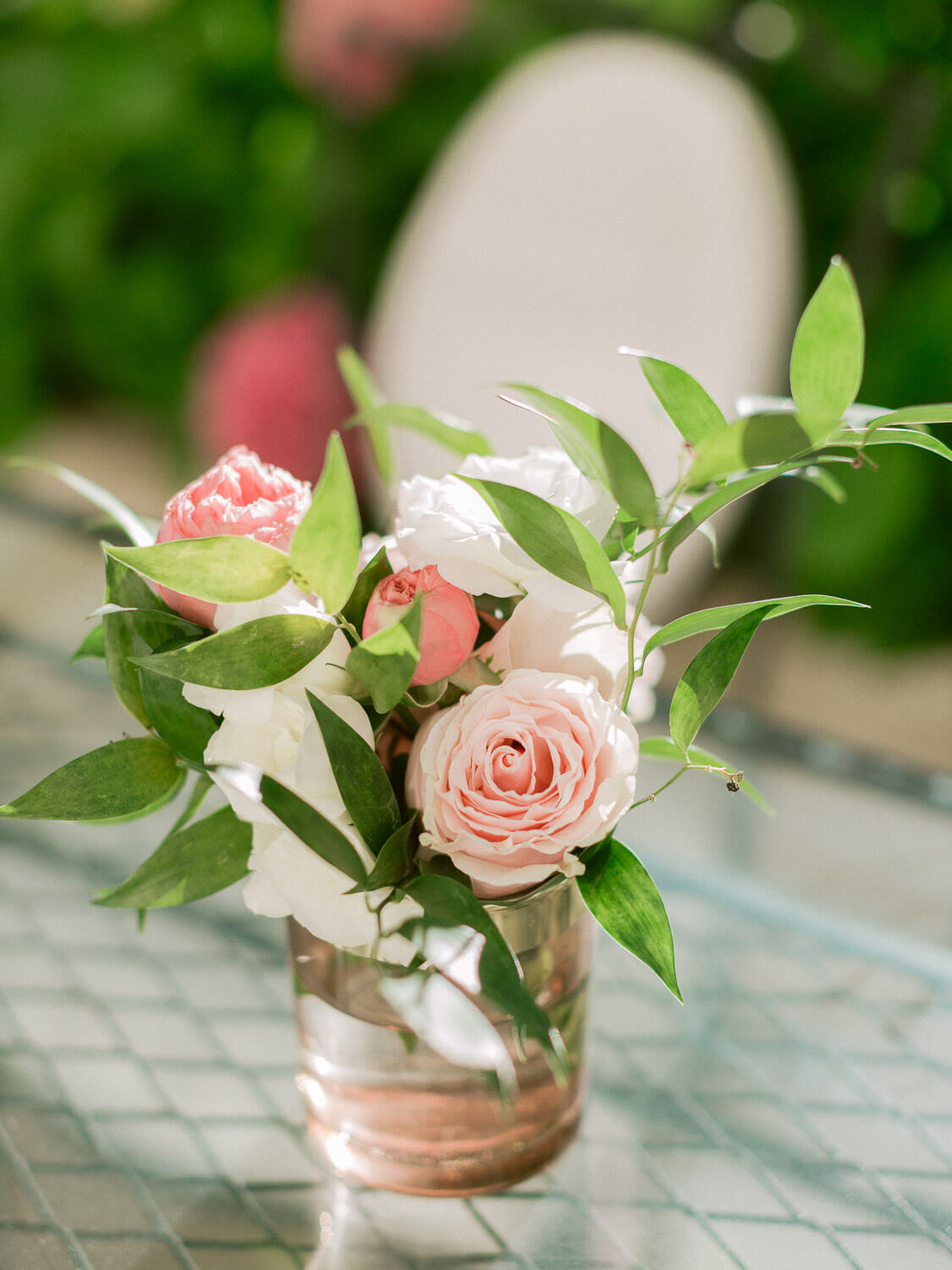 roses centrepiece close up in Hotel Palacio Estoril by Portugal Wedding Photographer