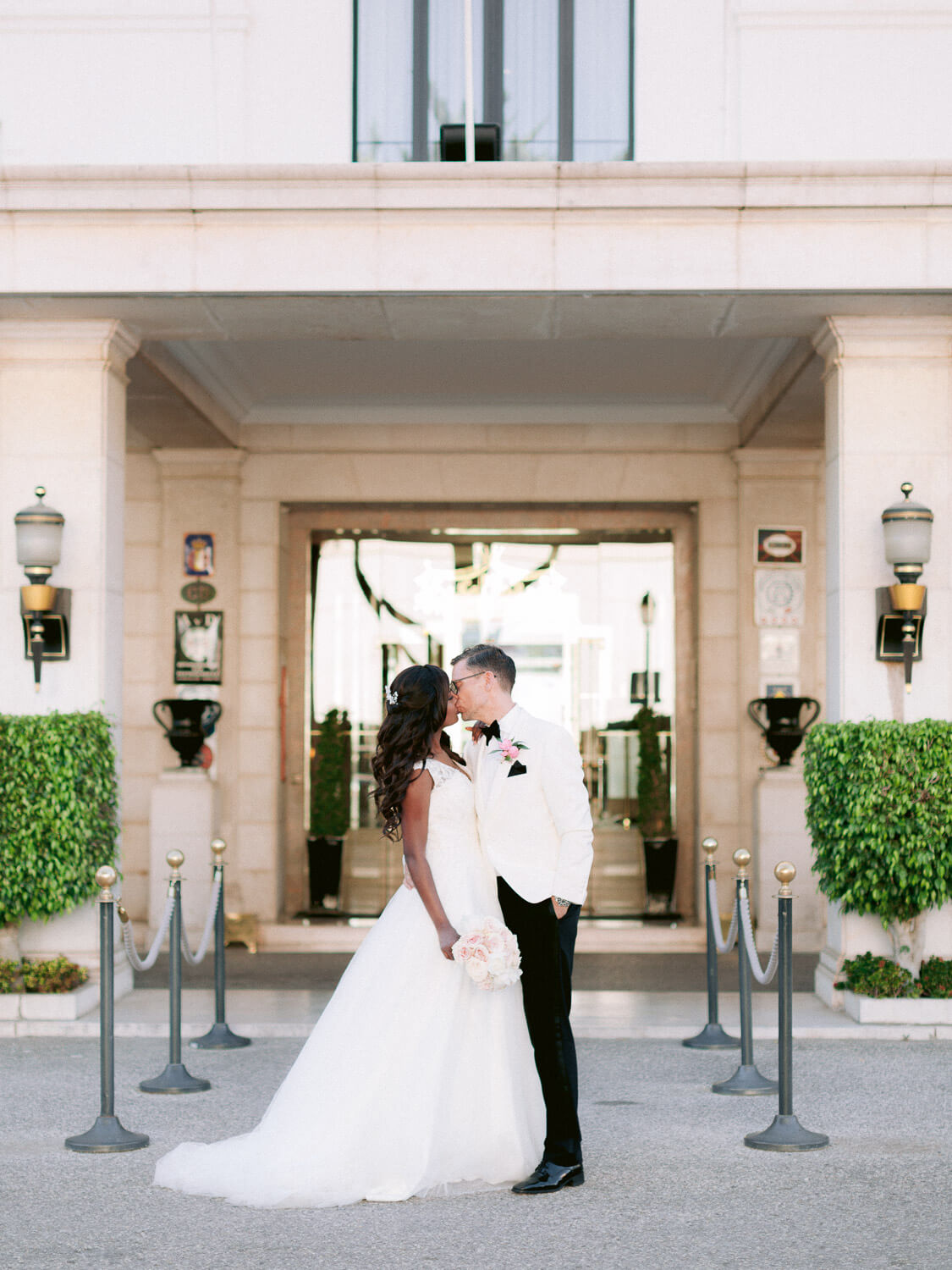 Bride and Groom kissing at luxury Hotel Palácio Estoril by Portugal Wedding Photographer