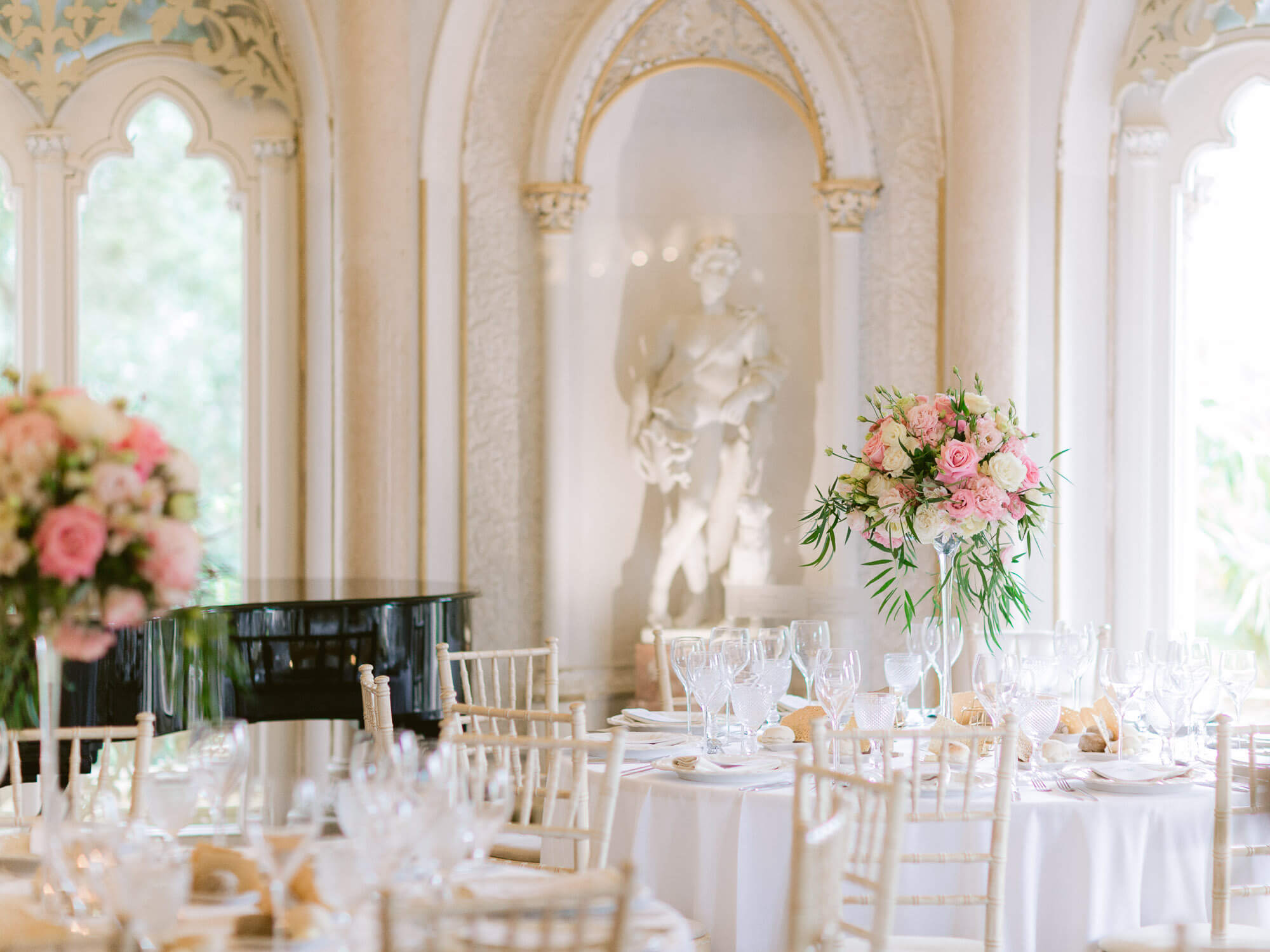 wedding reception in Monserrate Palace hall in Sintra by Portugal Wedding Photographer