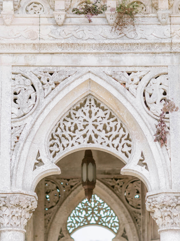 Monserrate Palace decorate Moorish influence arch by Portugal Wedding Photographer
