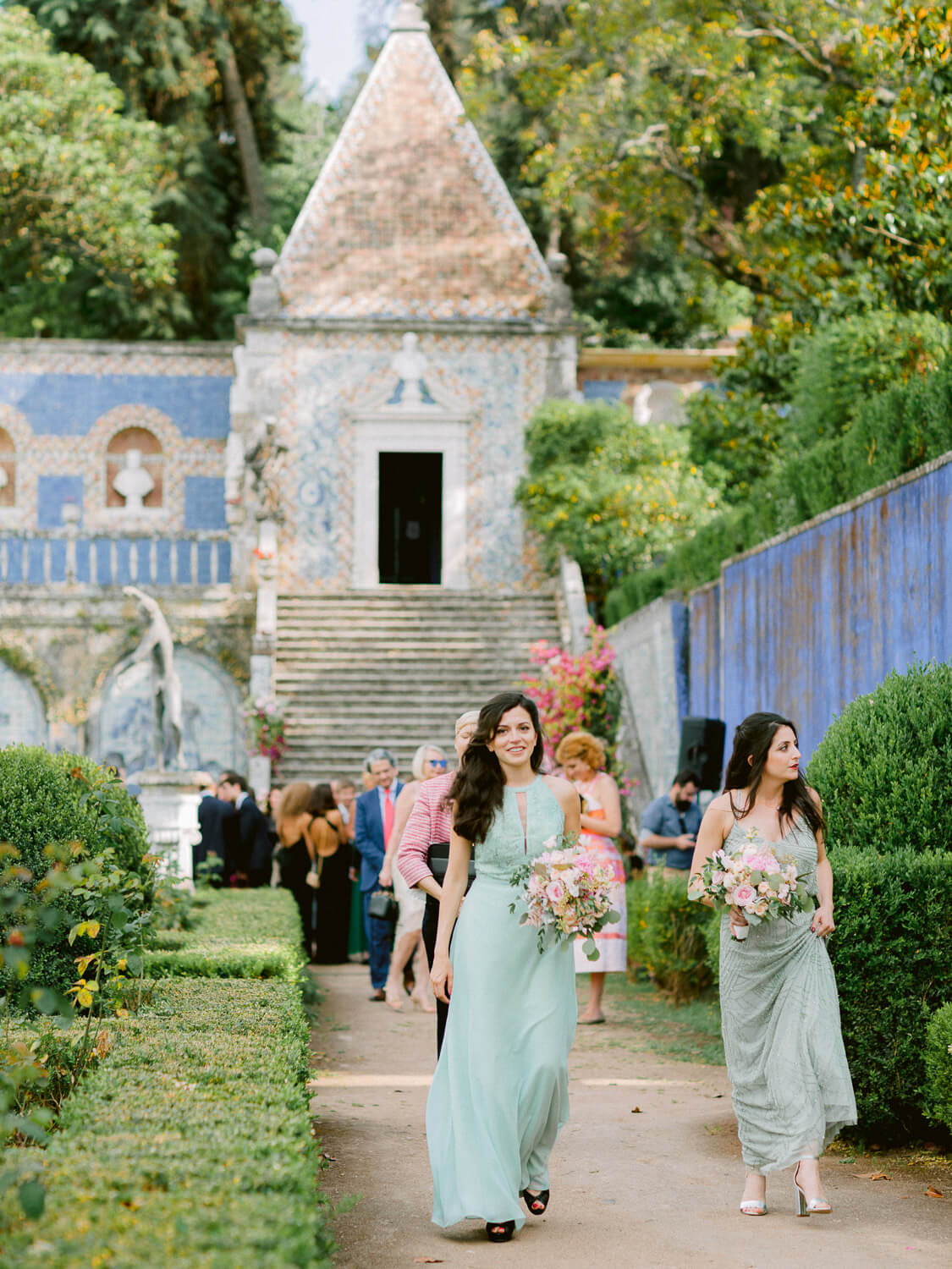 bridesmaids in green at Marques de Fronteira Palace by Portugal Wedding Photographer