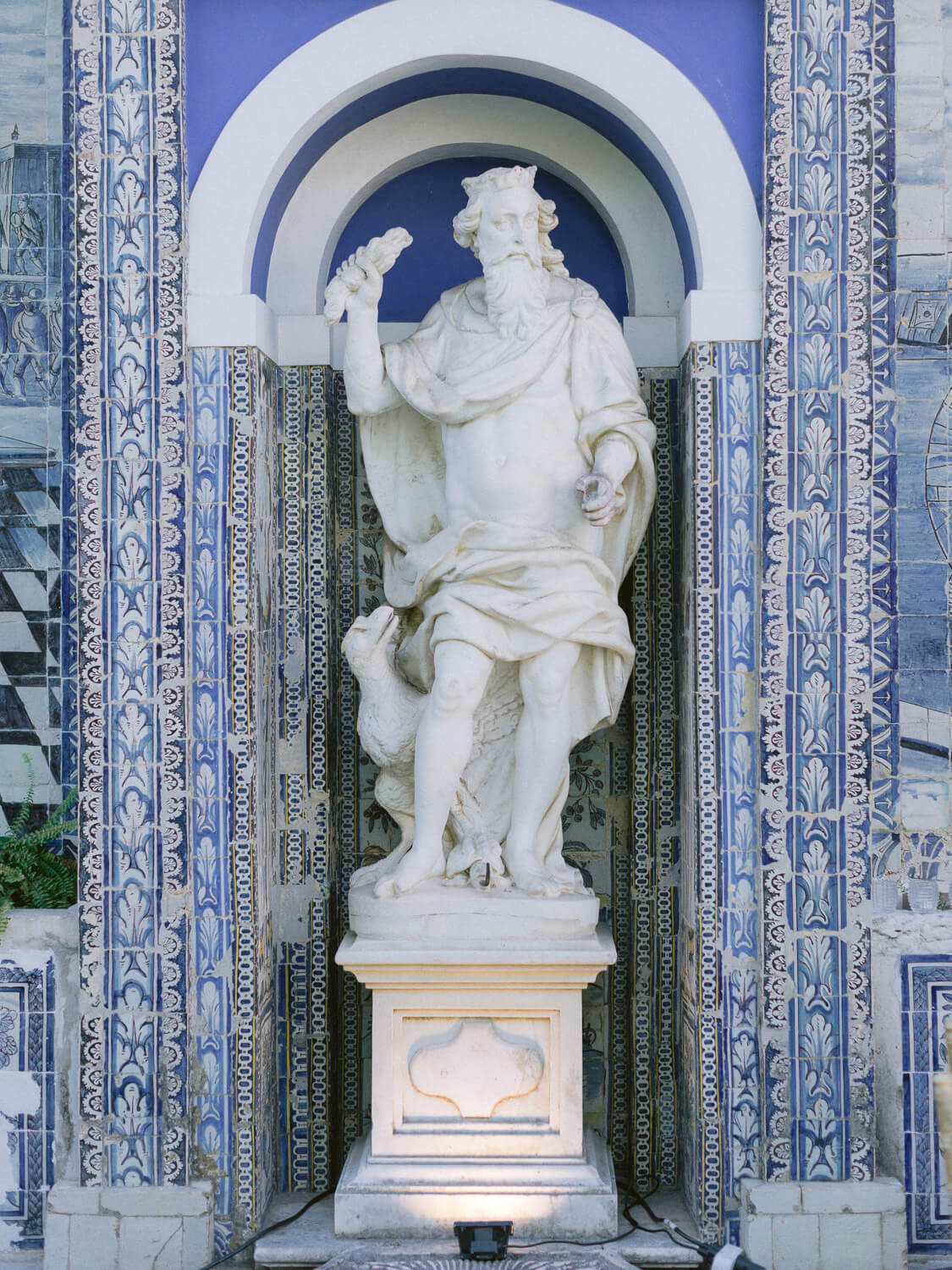 sumptuous statue in a niche arch covered with Portuguese tiles in Marques de Fronteira Palace by Portugal Wedding Photographer