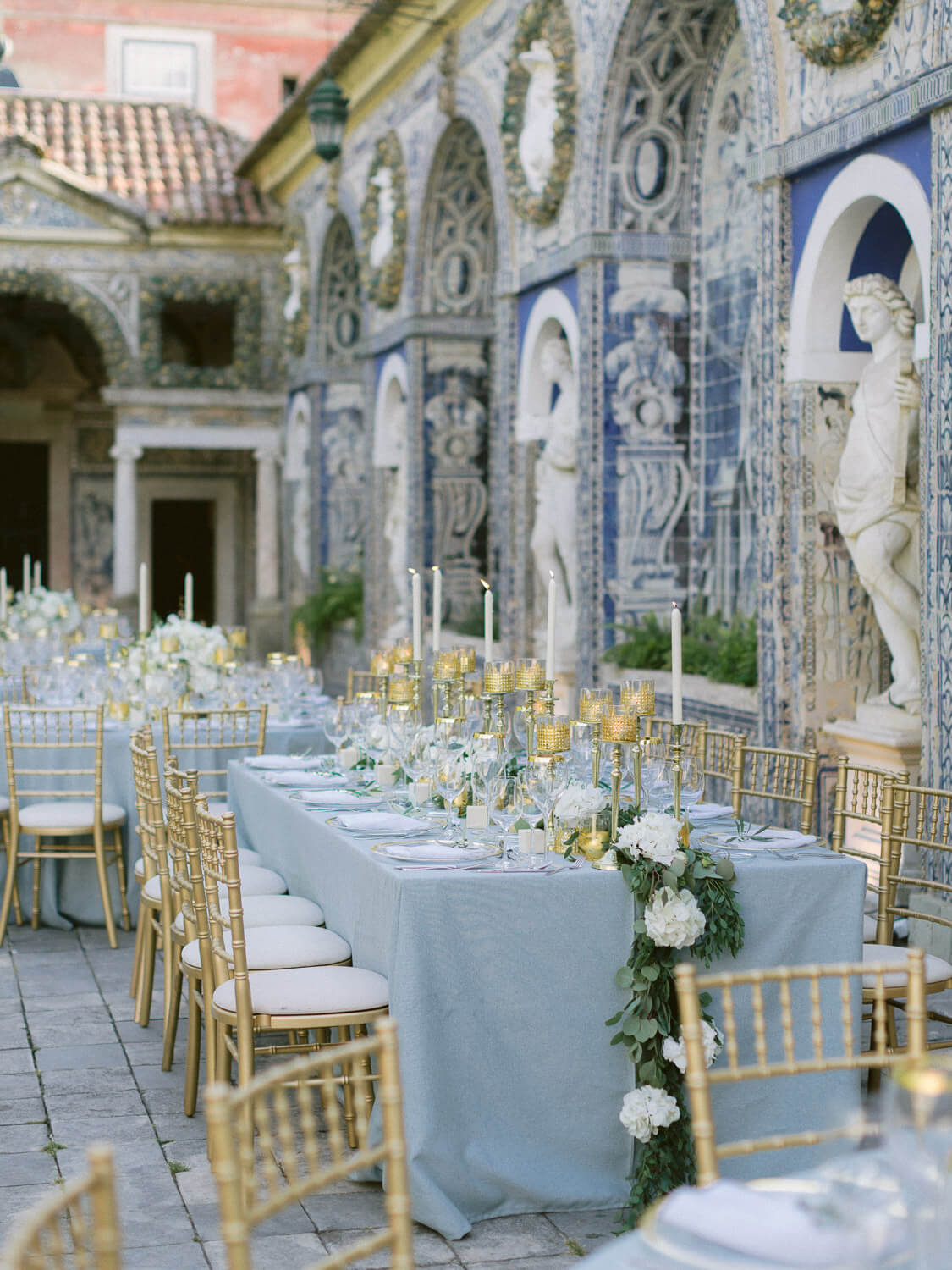 outdoor luxury wedding reception in Marques de Fronteira Palace by Portugal Wedding Photographer