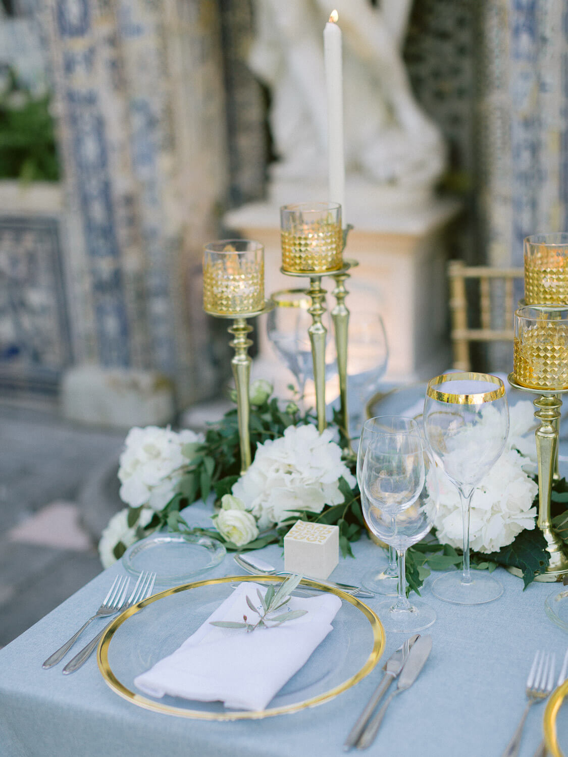 sophisticated wedding reception table detail by Portugal Wedding Photographer