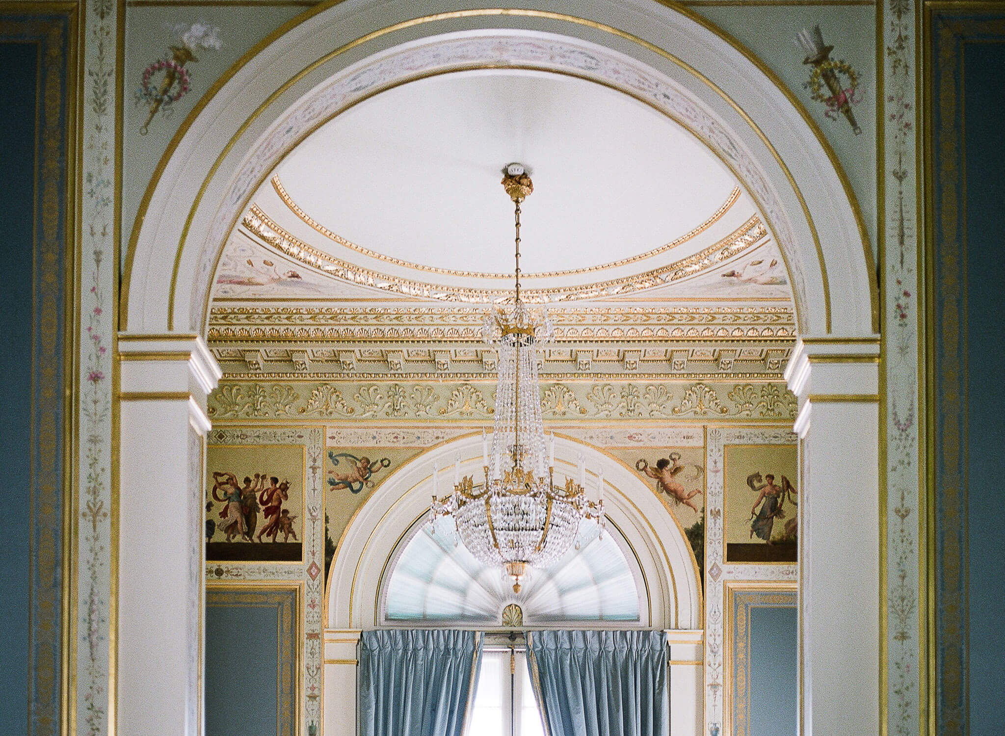 Beautiful Paris Palace interior decorative details by Portugal Wedding Photographer