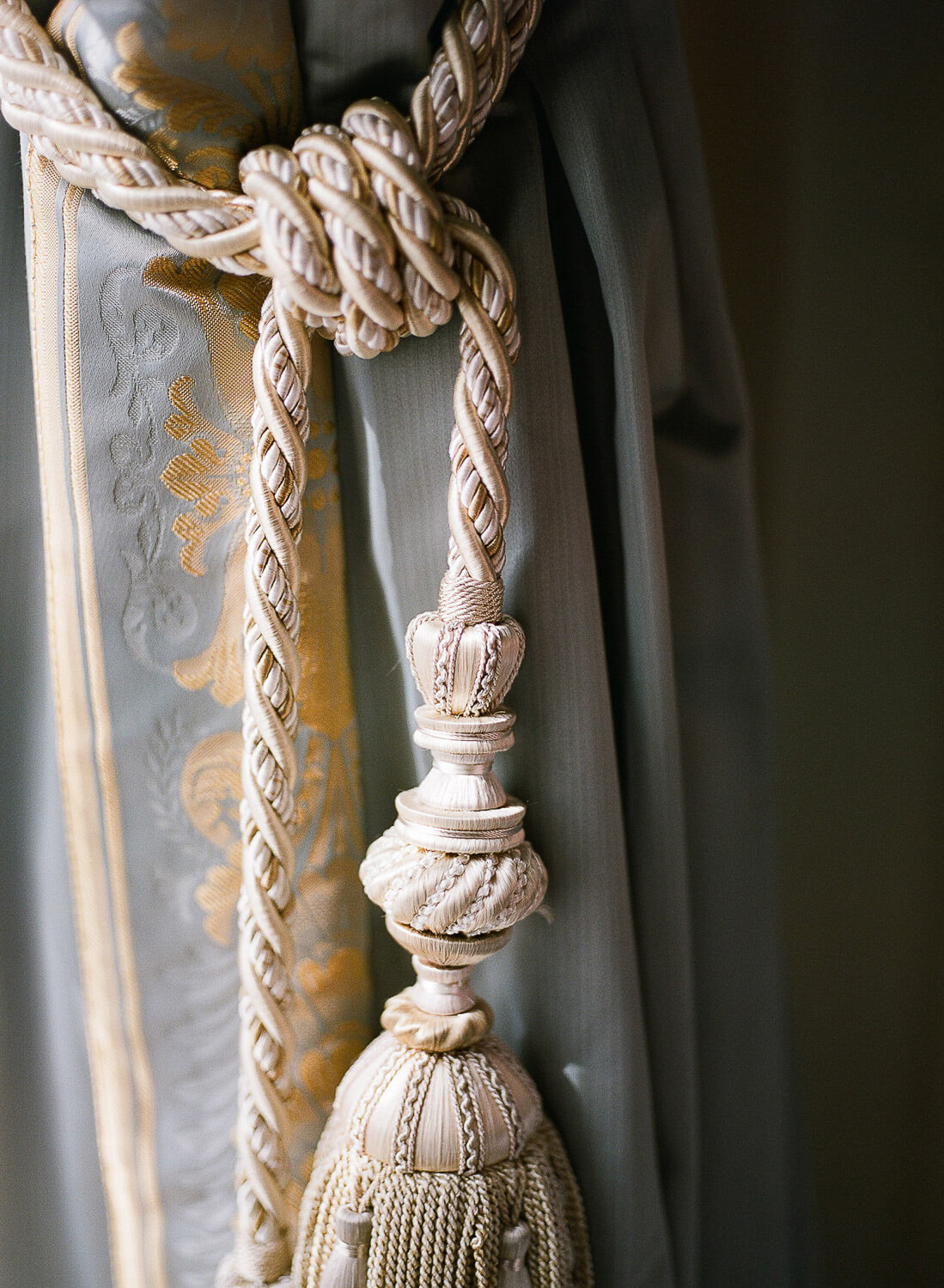curtain tassel detail by Portugal Wedding Photographer