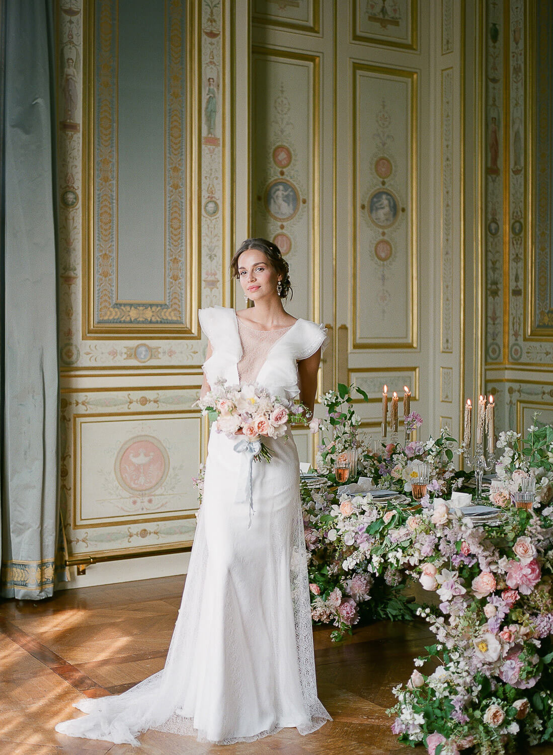 modern bride standing in front of wedding reception table with intense floral decor by Portugal Wedding Photographer