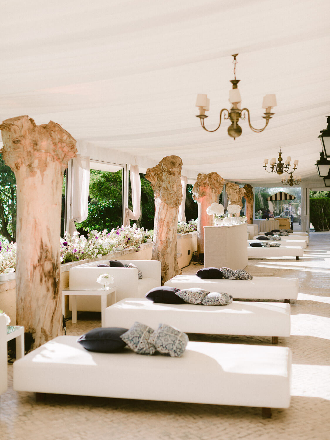 wedding cocktail lounge area in Seteais Palace Sintra by Portugal Wedding Photographer